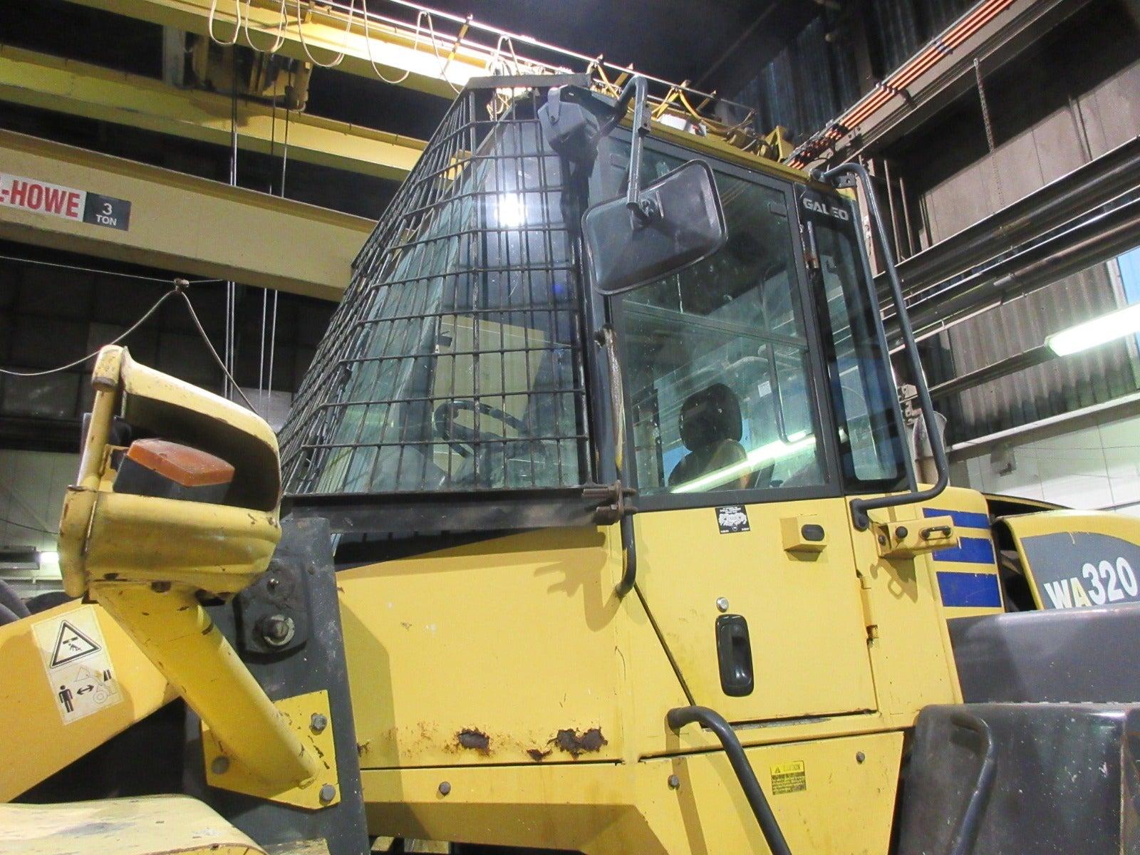 Komatsu WA320-5L Wheel Loader teardown machine photo 4