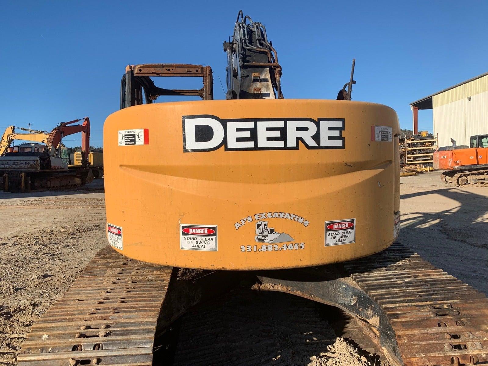 John Deere 225D LC salvaged machine photo 3