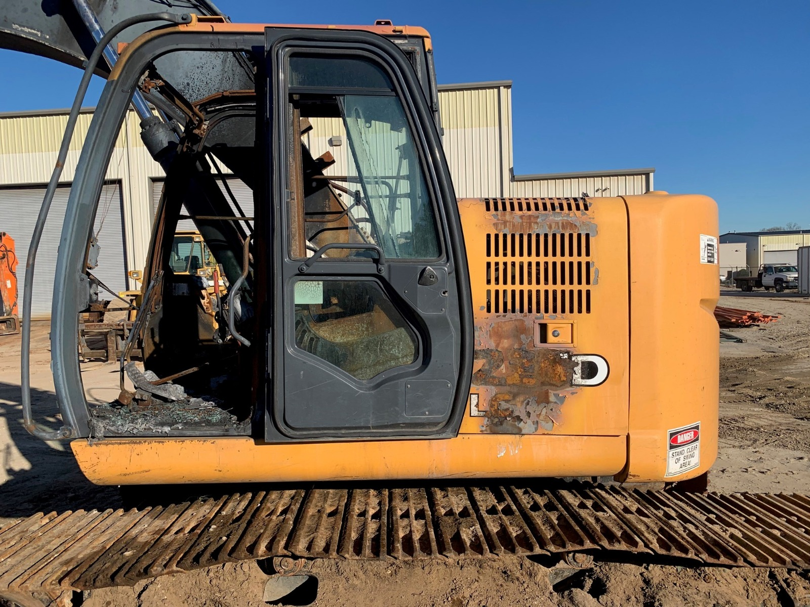 John Deere 225D LC salvaged machine photo 7