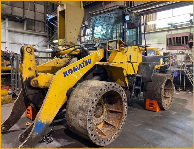 Komatsu WA320-5L Wheel Loader teardown machine photo 1